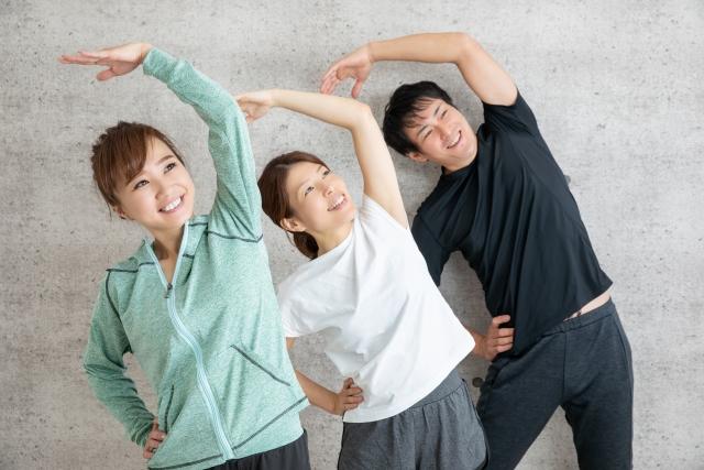 ラジオ体操を楽しむ人たち