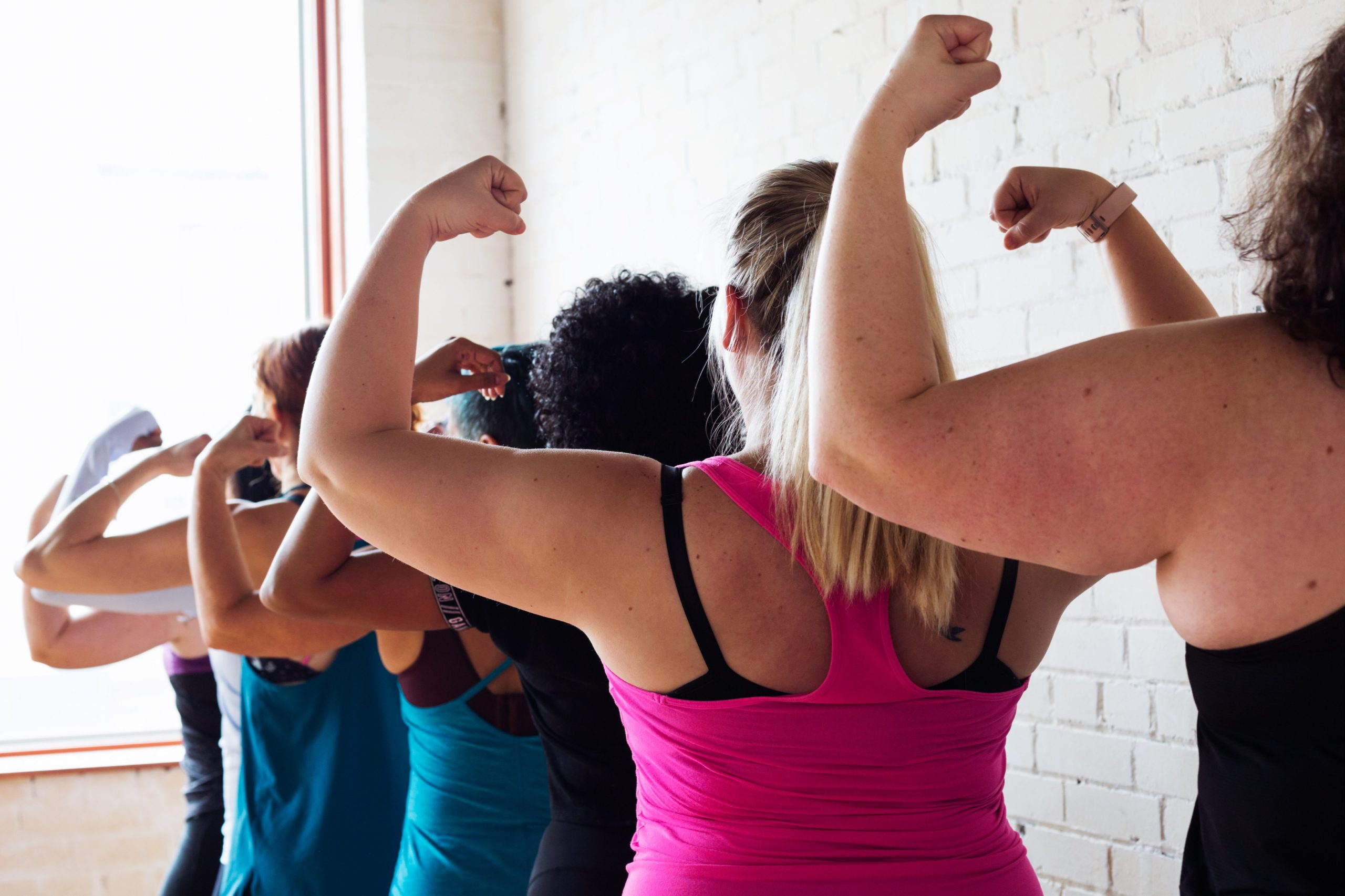 運動をする女性たち